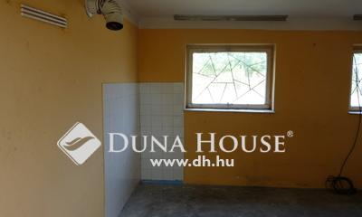 Eladó Ház, Pest megye, Csemő, Búszmegállóhoz közeli