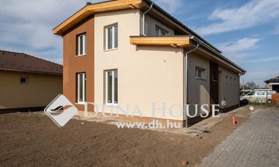 Eladó Ház, Bács-Kiskun megye, Ballószög, Ballószög új részén, nappali + 4 szobás ÚJ HÁZ