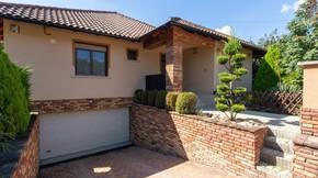 Eladó ház, Szada, Exkluzív mediterrán családi ház a Fenyvesligetben