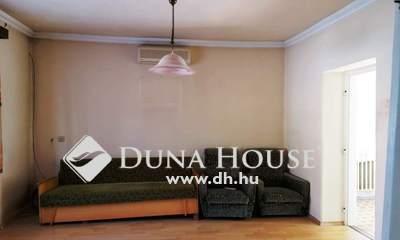 Eladó Ház, Jász-Nagykun-Szolnok megye, Jászberény, Belváros közeli 2 szobás központi fűtésű kockaház