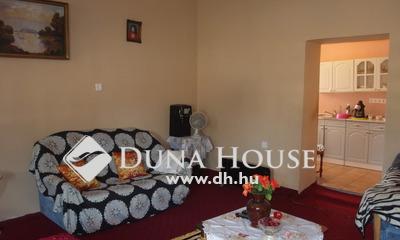 Eladó Ház, Bács-Kiskun megye, Kiskunfélegyháza, Felújított utcai házrész nagy terekkel