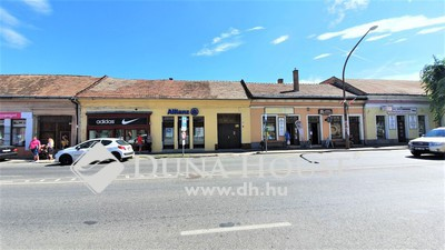 Eladó Lakás, Komárom-Esztergom megye, Esztergom, Belvárosban kis udvarral rendelkező, felújítandó