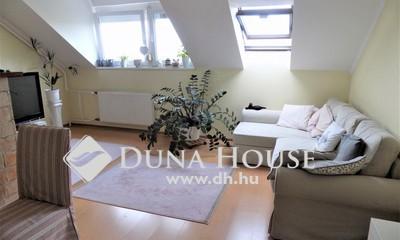 Eladó Lakás, Veszprém megye, Veszprém, 3 szobás tetőtéri újszerű téglalakás