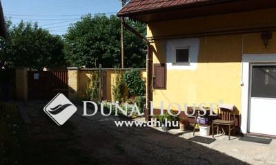 Eladó Ház, Bács-Kiskun megye, Kiskunfélegyháza, Felújított utcai ház garázzsal, kis kerttel
