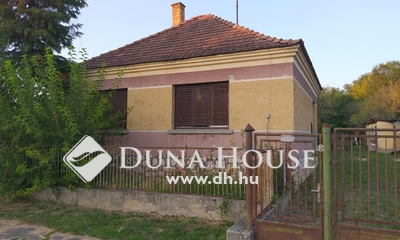 Eladó Ház, Veszprém megye, Lovászpatona, Központban