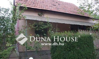 Eladó Ház, Bács-Kiskun megye, Kiskunfélegyháza, Téglaépítésű ház dupla portával a kövesút mellett
