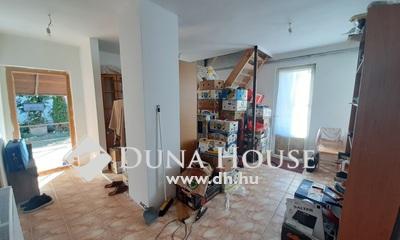 Eladó Ház, Pest megye, Szentmártonkáta, Aszfaltozott utcában