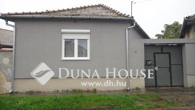 Eladó Ház, Komárom-Esztergom megye, Esztergom, Közel a kerek templomhoz