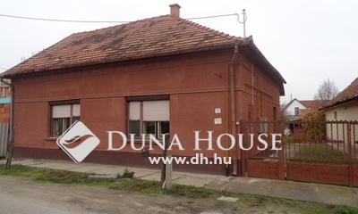 Eladó Ház, Bács-Kiskun megye, Izsák, Központhoz közel 3 szobás családi ház