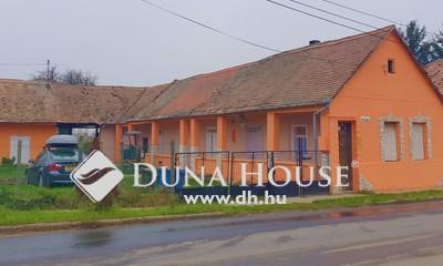 Eladó Ház, Baranya megye, Pécs, Nagyárpád központjában saroktelken