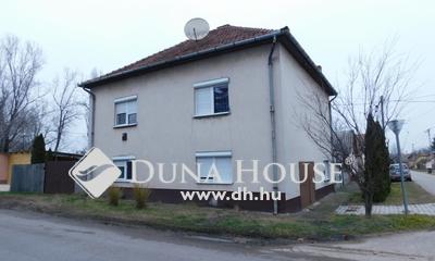 Eladó Ház, Bács-Kiskun megye, Jászszentlászló, Jászszentlászló központjában + üzlethelyiséggel