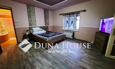 Eladó Ház, Bács-Kiskun megye, Kiskunfélegyháza, Városközpontban kétgenerációs családi ház